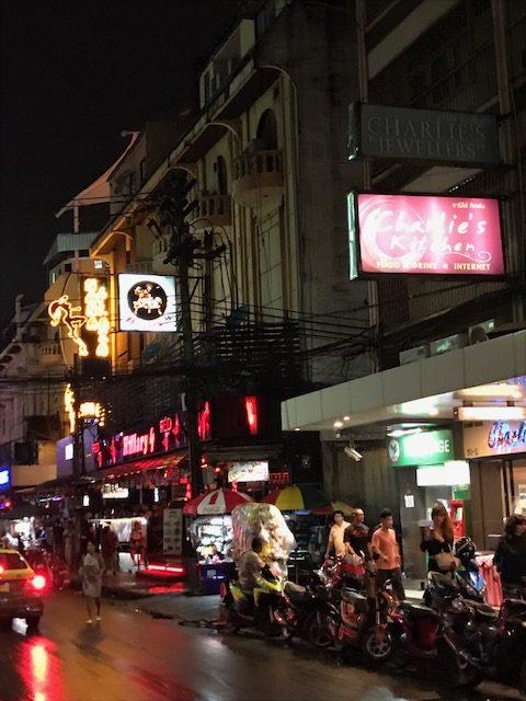 タイにあるシーロム地域で楽しめるお店!!